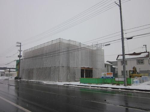 雪の中、建設中!